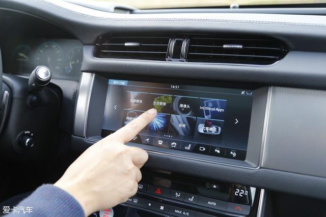 10.2英寸的多媒体触控大屏包含众多功能,响应速度很快,使用起来比现款宝马上的iDrive系统方便不少。