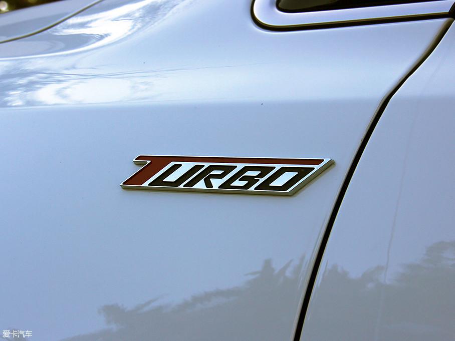 近日,2016款众泰Z500上市,一共推出了八款车型,新增加了CVT精英型、MT旗舰型和CVT旗舰型三款车型,而我们本次很幸运地对它进行一次试驾。