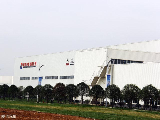 成都工厂是神龙汽车-高效也能保质量 参观神龙公司成都工厂高清图片