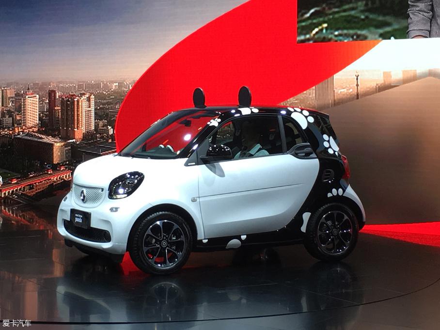 2016成都车展:smart fortwo熊猫版首发