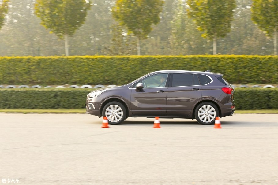 作为别克品牌的主力车型,昂科威也经历了年度改款,增加配置与车型。本次测试的车辆为别克昂科威2017款的顶配车型。
